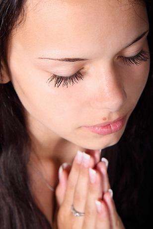 girl-praying-handsBlog